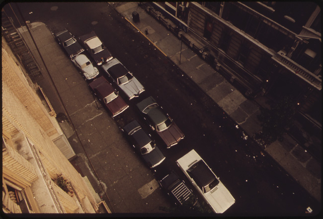 Scofflaw_Dbl_PARKED_CARS_ON_MANHATTAN_172ND_STREET_NARA-549829
